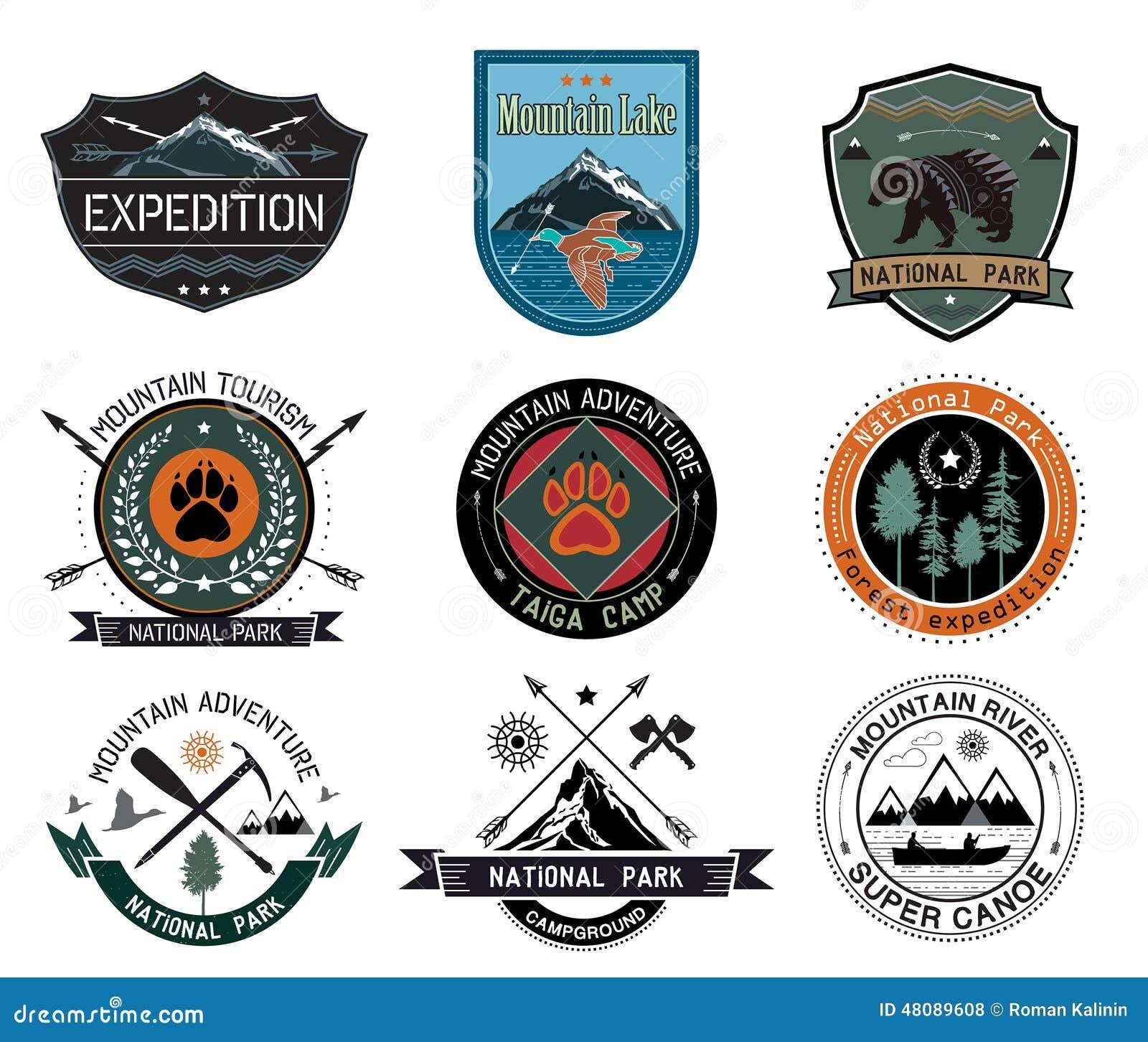 Set roczników drewna obozuje odznaki, podróżuje loga i projektuje elementy