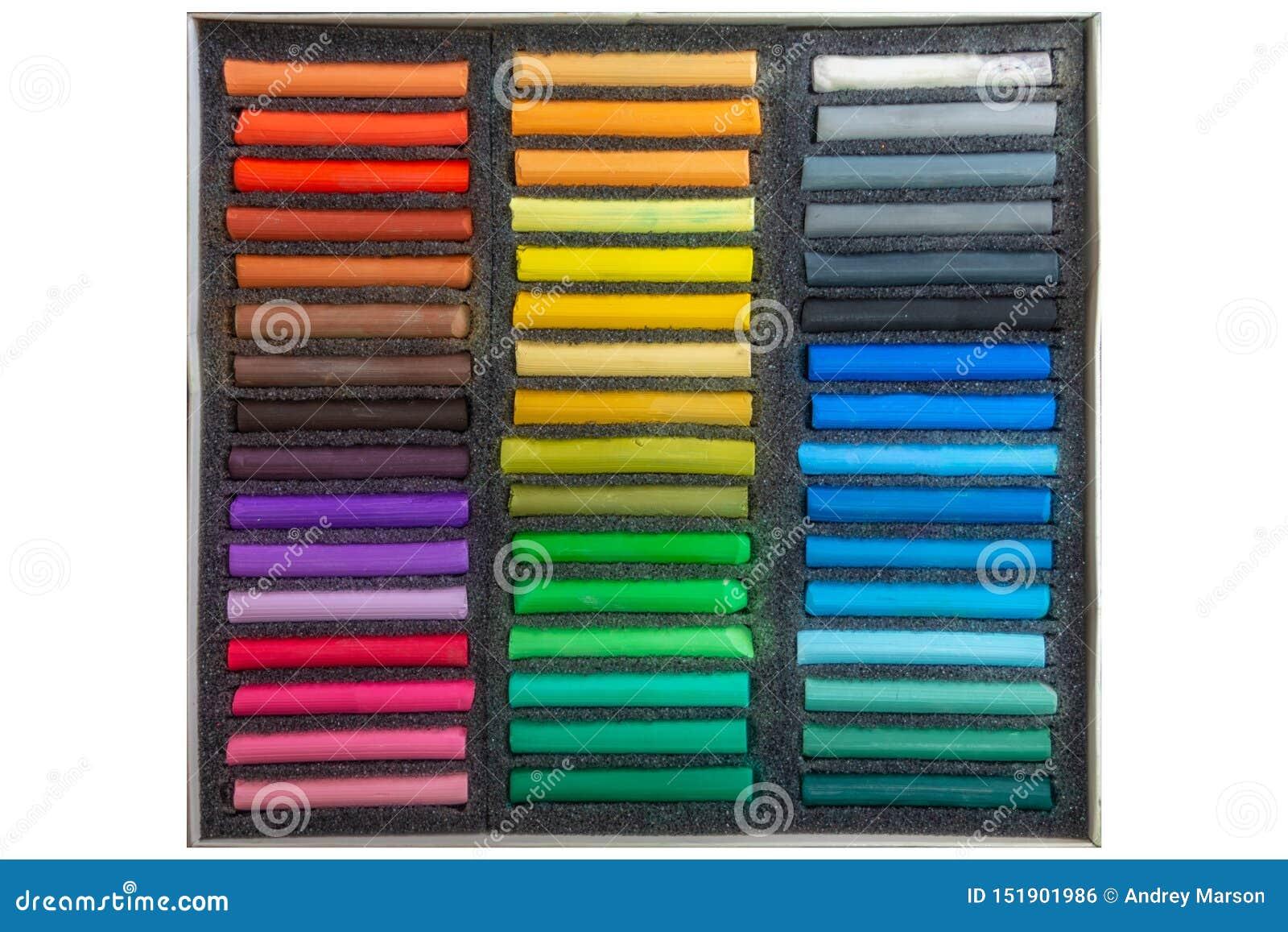 Set stubarwne pastelowe kredki na białym tle