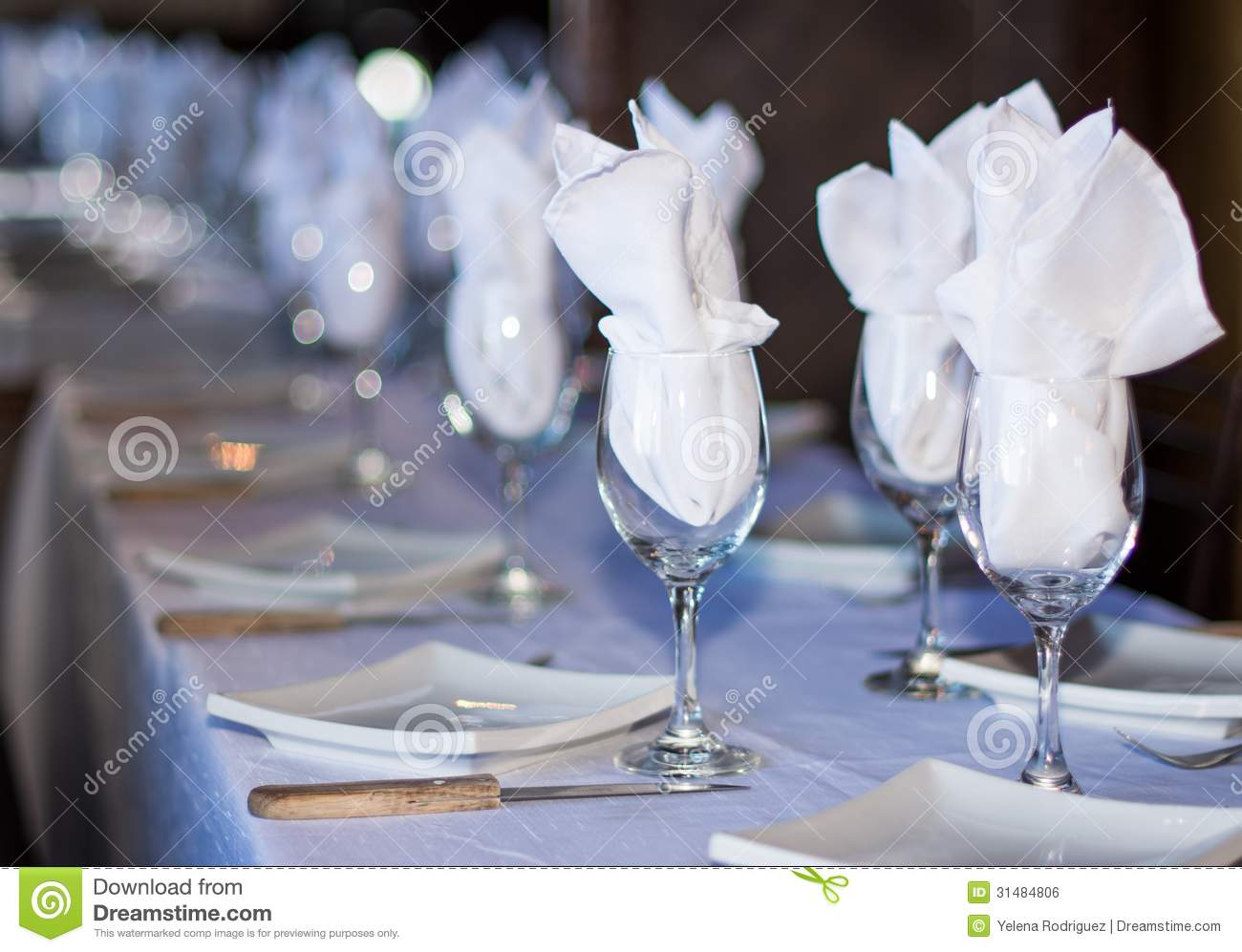 Simple restaurant table setting - Set Table In A Restaurant