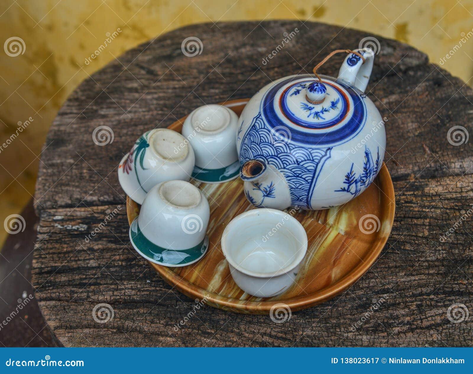 Set of teapot and teacup