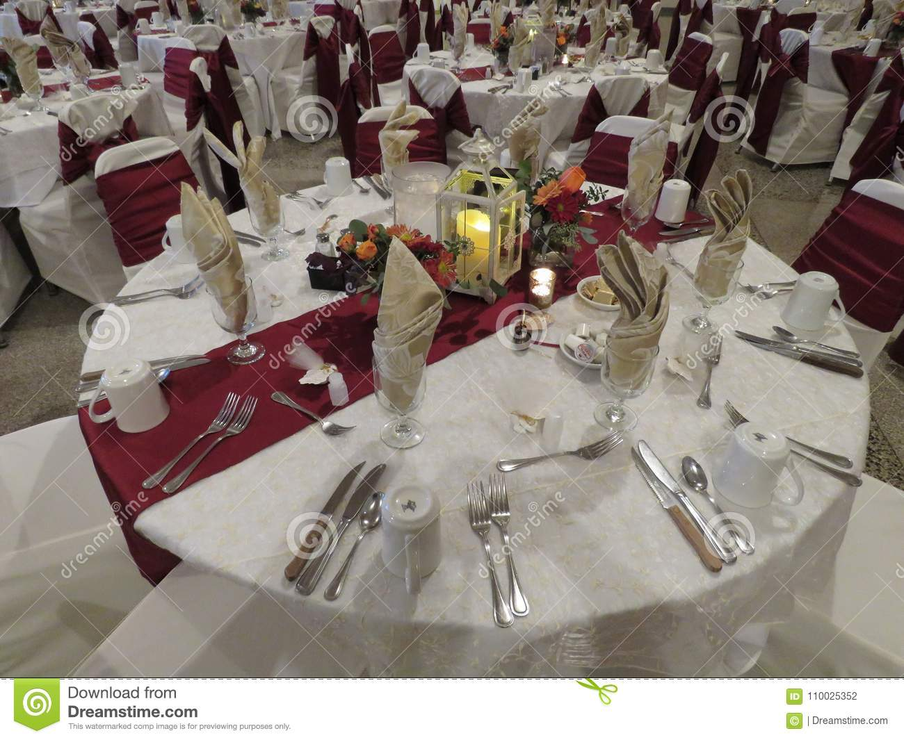 Wedding Reception Set Up With All Table Arrangements For Bridal