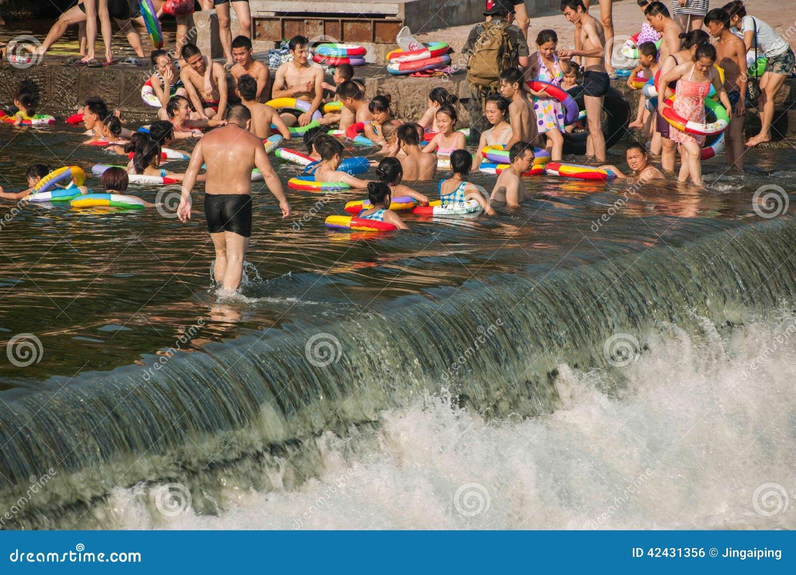 Seto Creek River y disfruta de un placer fresco del verano