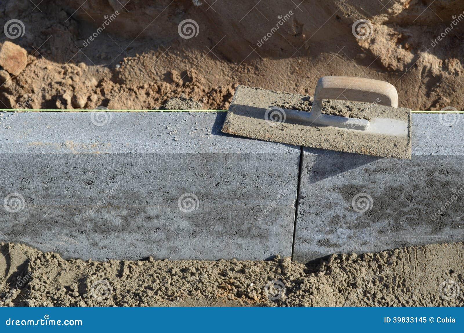 Setting a curbstone