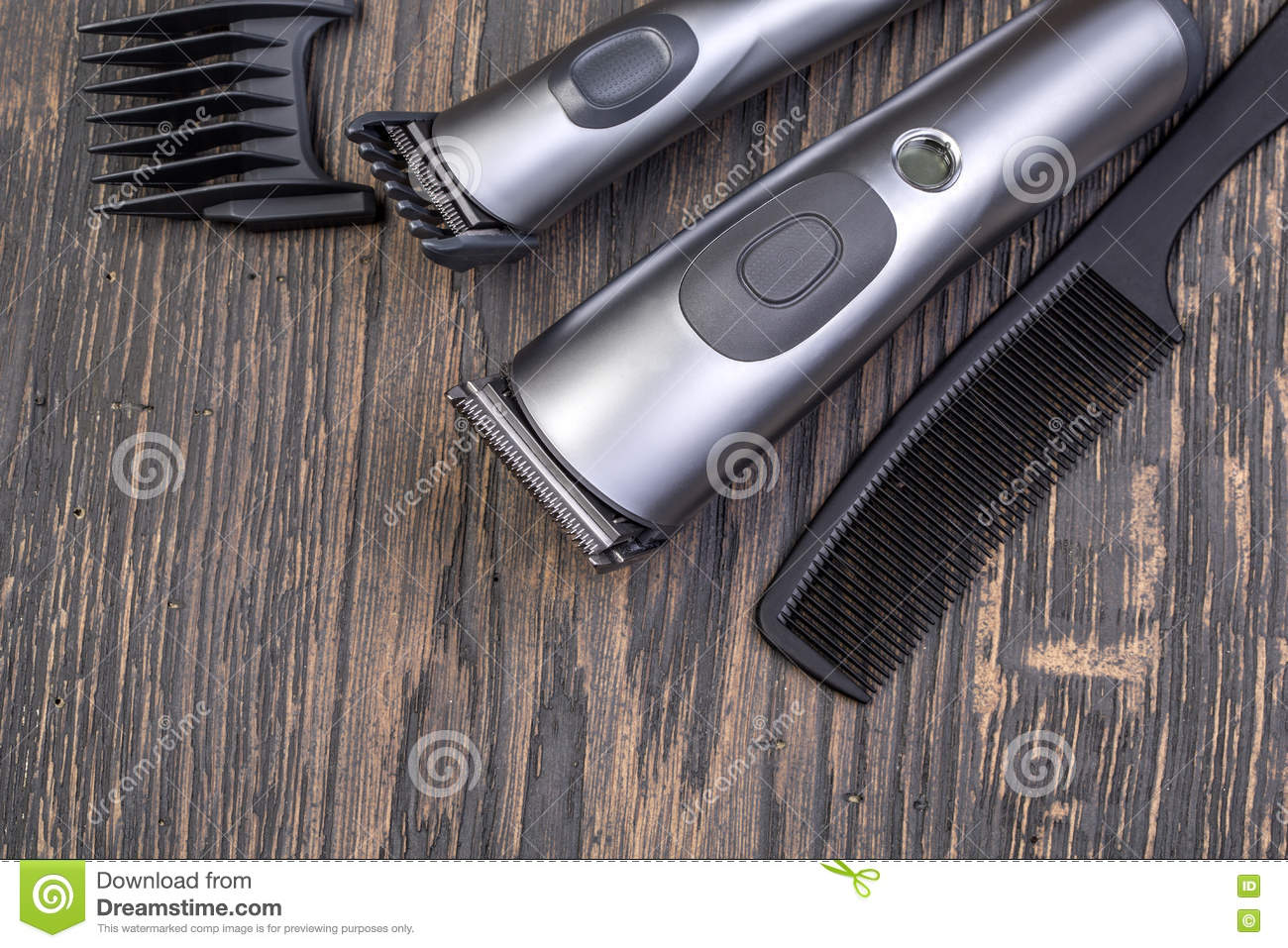 Setting with hair clipper and comb