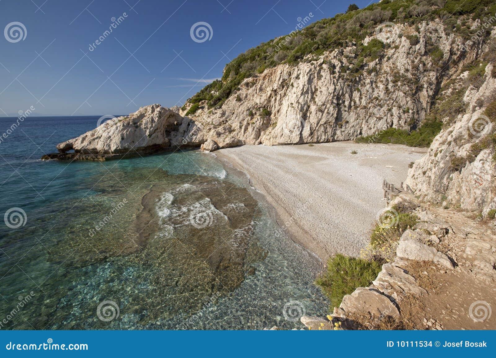 setzen sie mikroseitani in der insel samos griechenland auf den strand stockfoto bild von. Black Bedroom Furniture Sets. Home Design Ideas