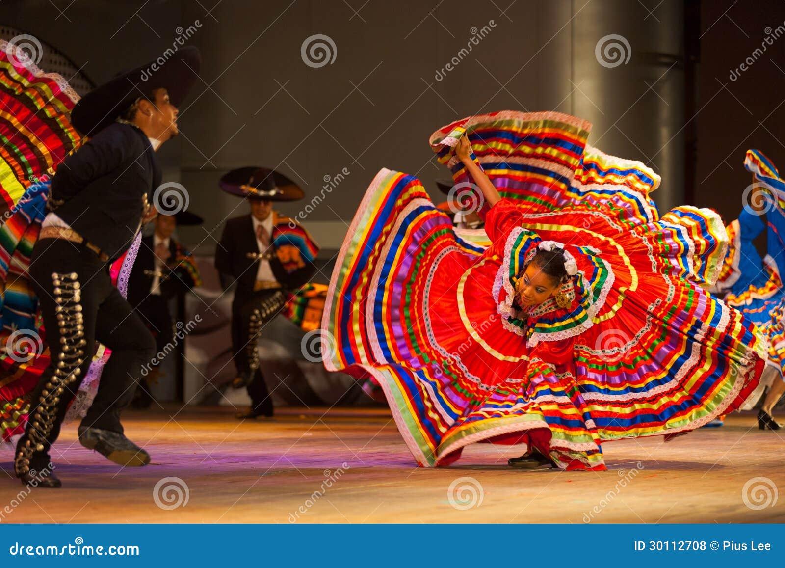 Jalisco tana Meksykańskiej Ludoznawczej sukni Rozciągnięta rewolucjonistka