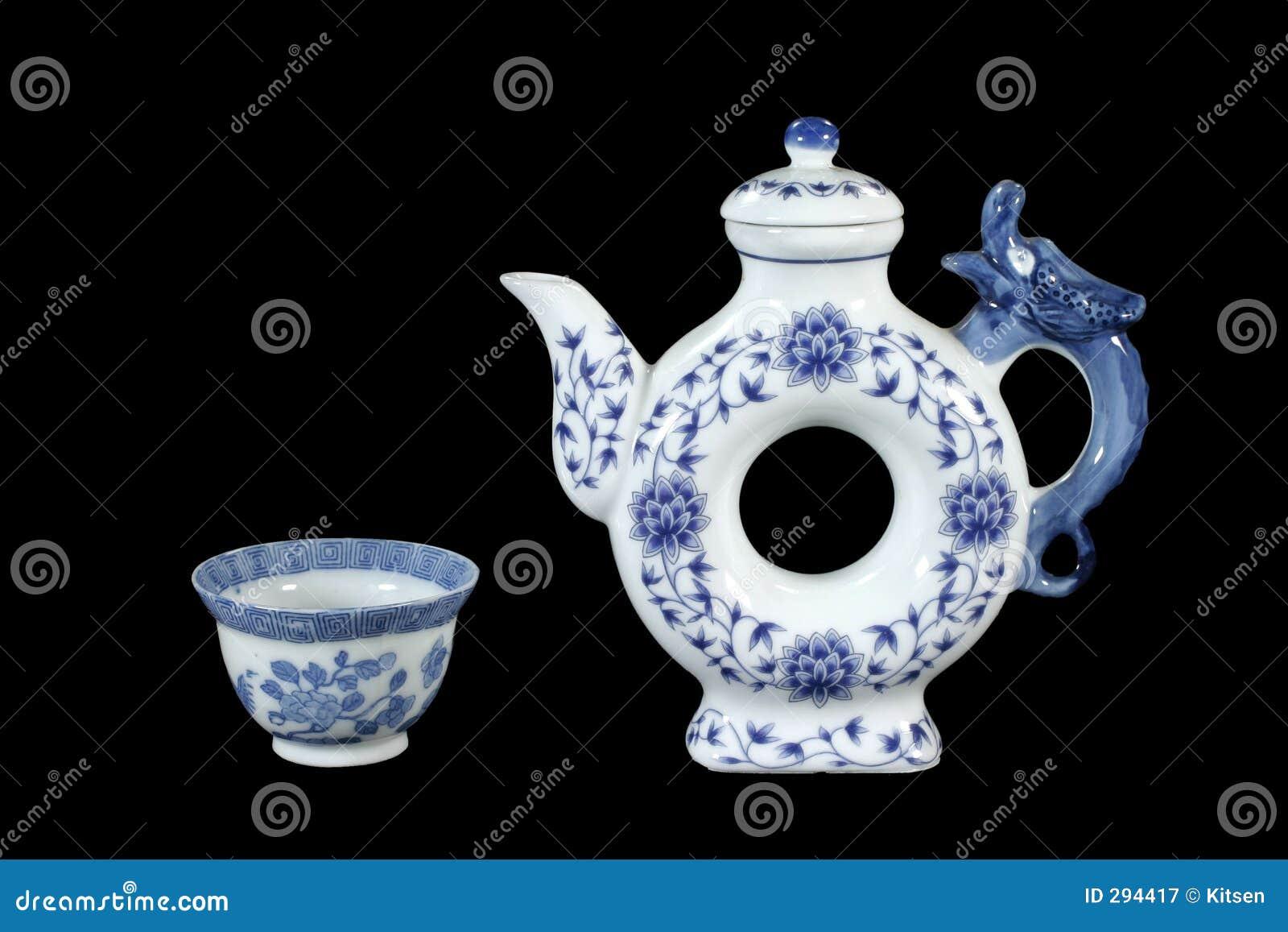 Seules théière et tasse de thé