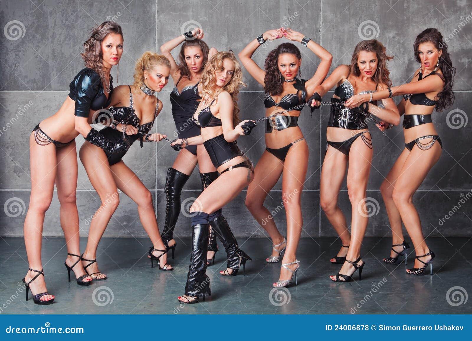 Сексуальная девушка танцует go go 11 фотография