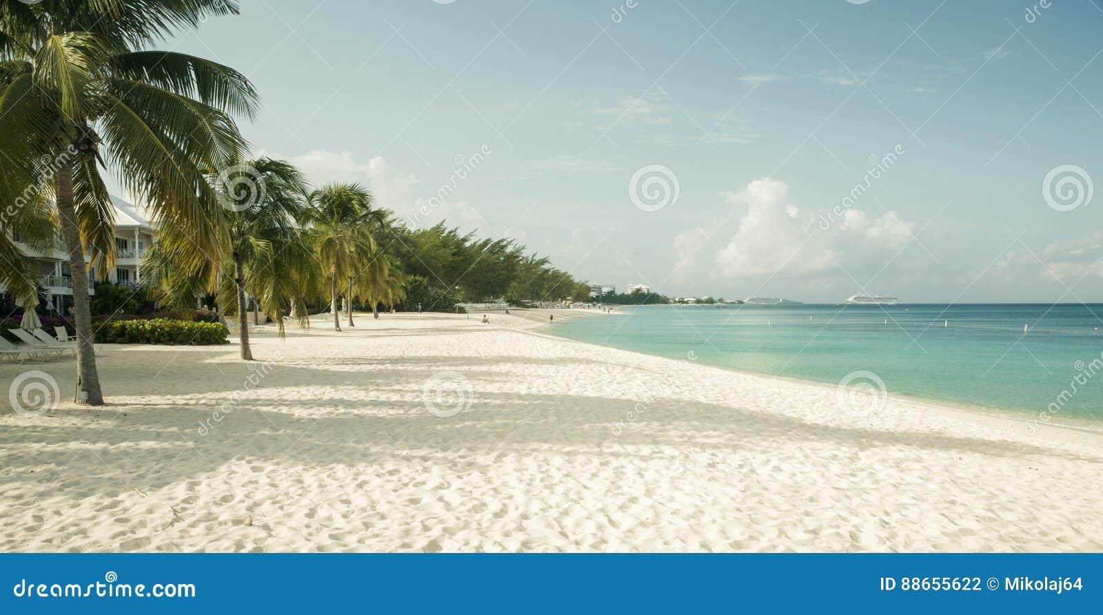 Seven Mile Beach on Grand Cayman island, Cayman Islands