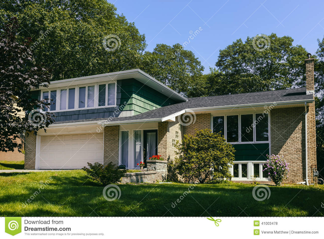 Seventies House Stock Photo Image 41003478