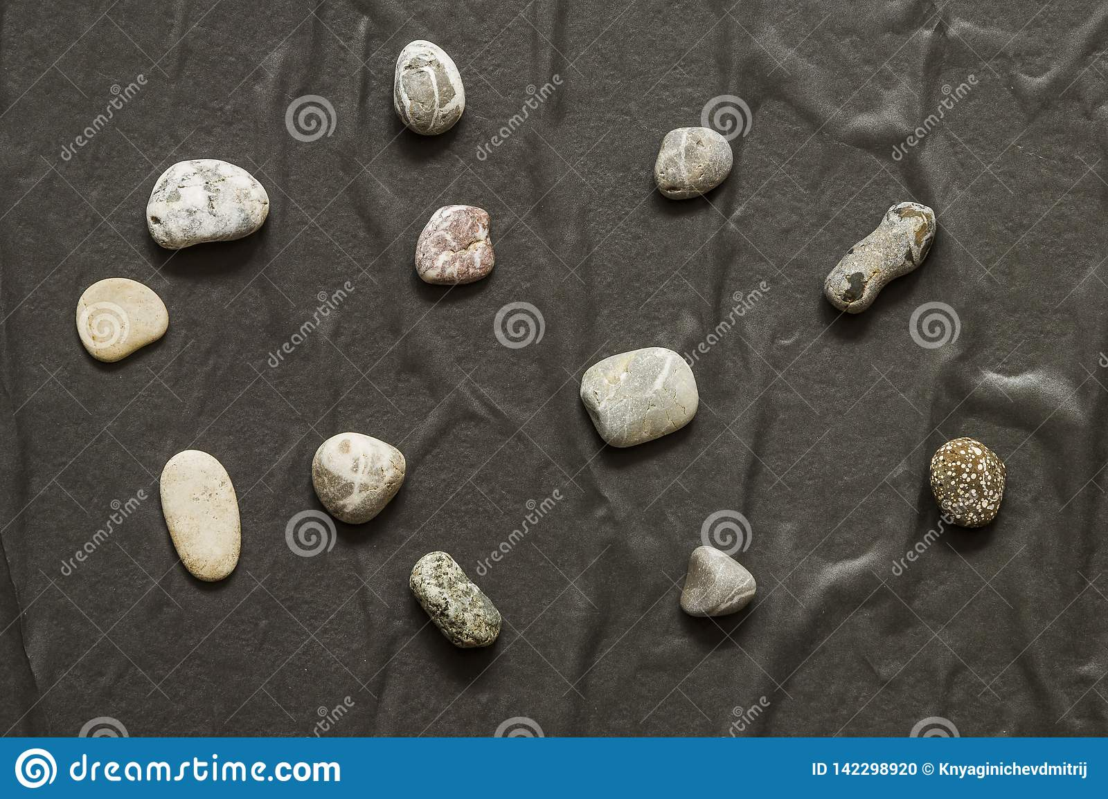 Several stones in a chaotic manner lie on a dark background