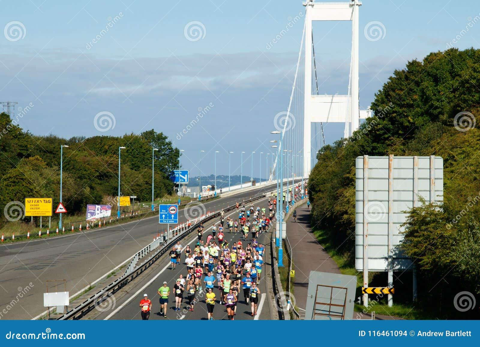 Severn桥梁半马拉松,格洛斯特郡,英国