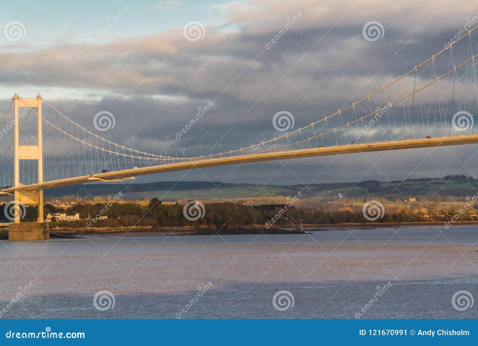 Severn Bridge en luz de la mañana