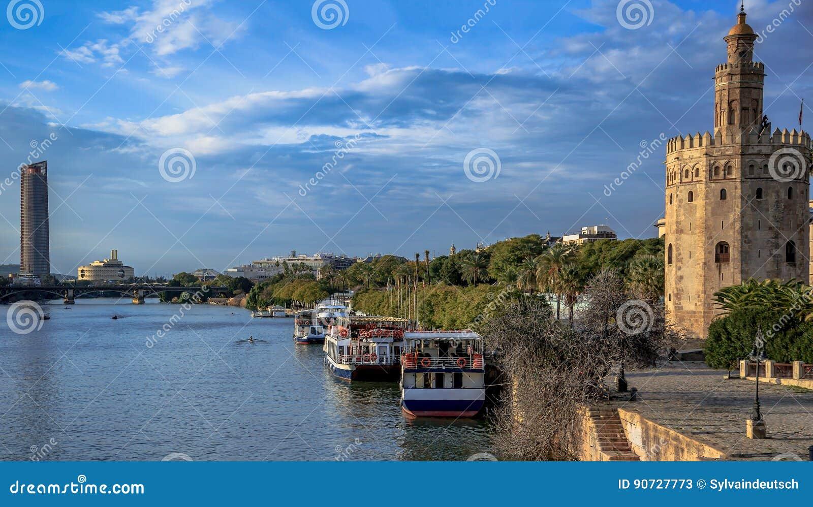 Sevilha Spain, a Andaluzia Torre e rio