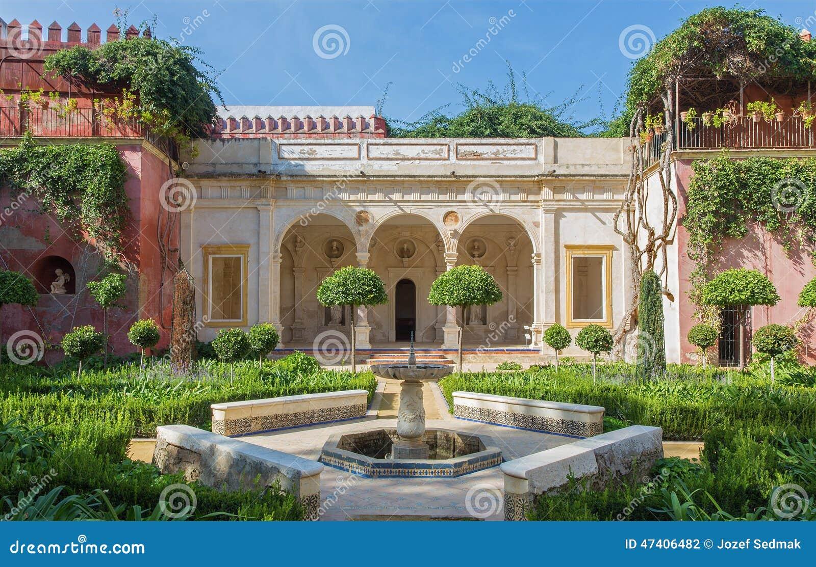 Sevilla la fachada y los jardines de casa de pilatos foto de archivo imagen de monumento - Jardines de sevilla ...