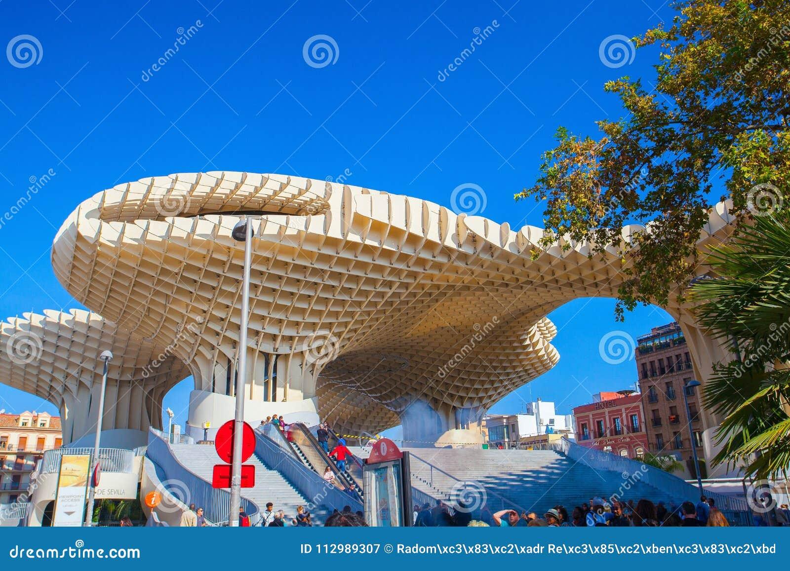 famous metropol parasol on plaza de la encarnacion seville. Black Bedroom Furniture Sets. Home Design Ideas