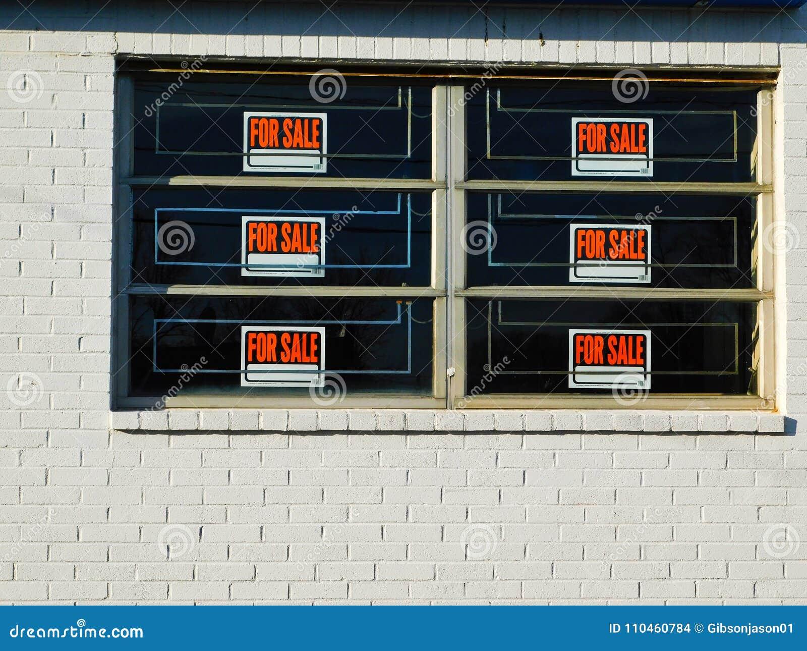 Sex som är till salu på kvarter och Windows