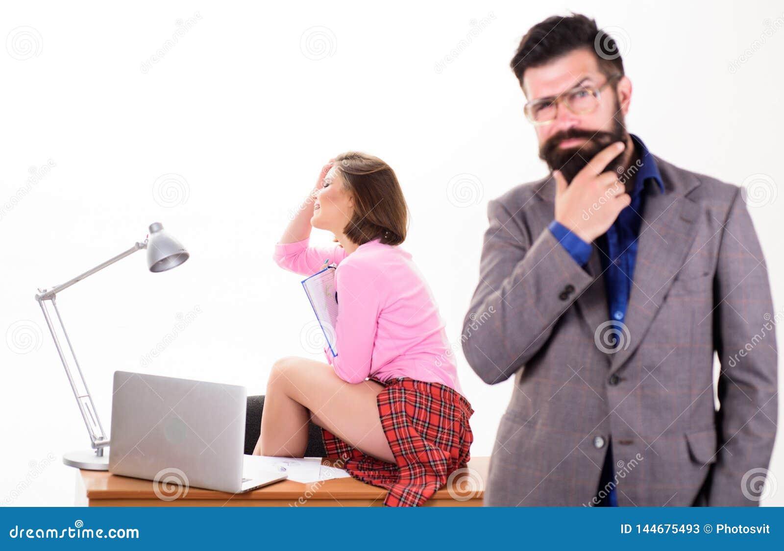Sexig damkontorsarbetare Sexig personlig sekreterare desire full Ha fruktdryck p? arbete att ?ka sexuell lust Sk?ggigt framsticka