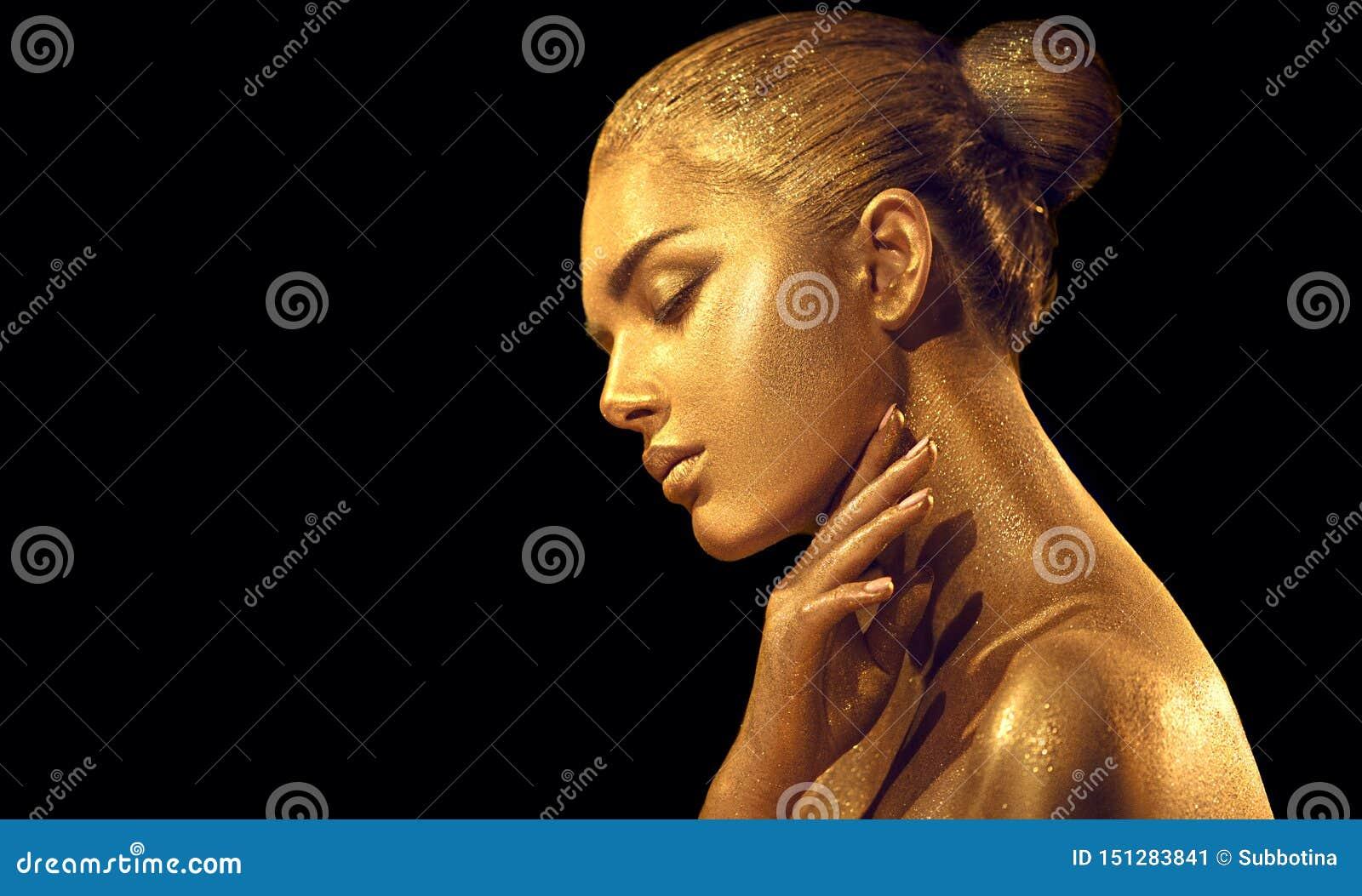 Sexig kvinna för skönhet med guld- hud Closeup f?r modekonstst?ende Modellera flickan med skinande guld- yrkesmässig makeup