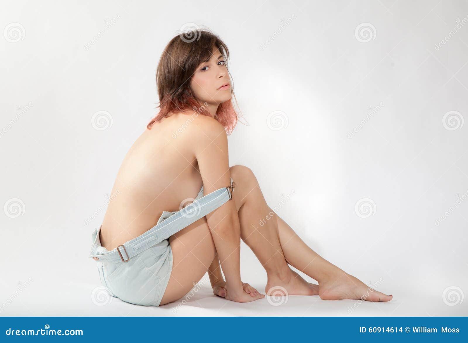 Sexig kvinna i overaller