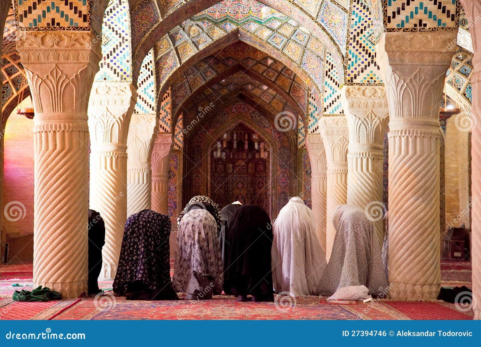 Sexta-feira muçulmana pray na oração Salão