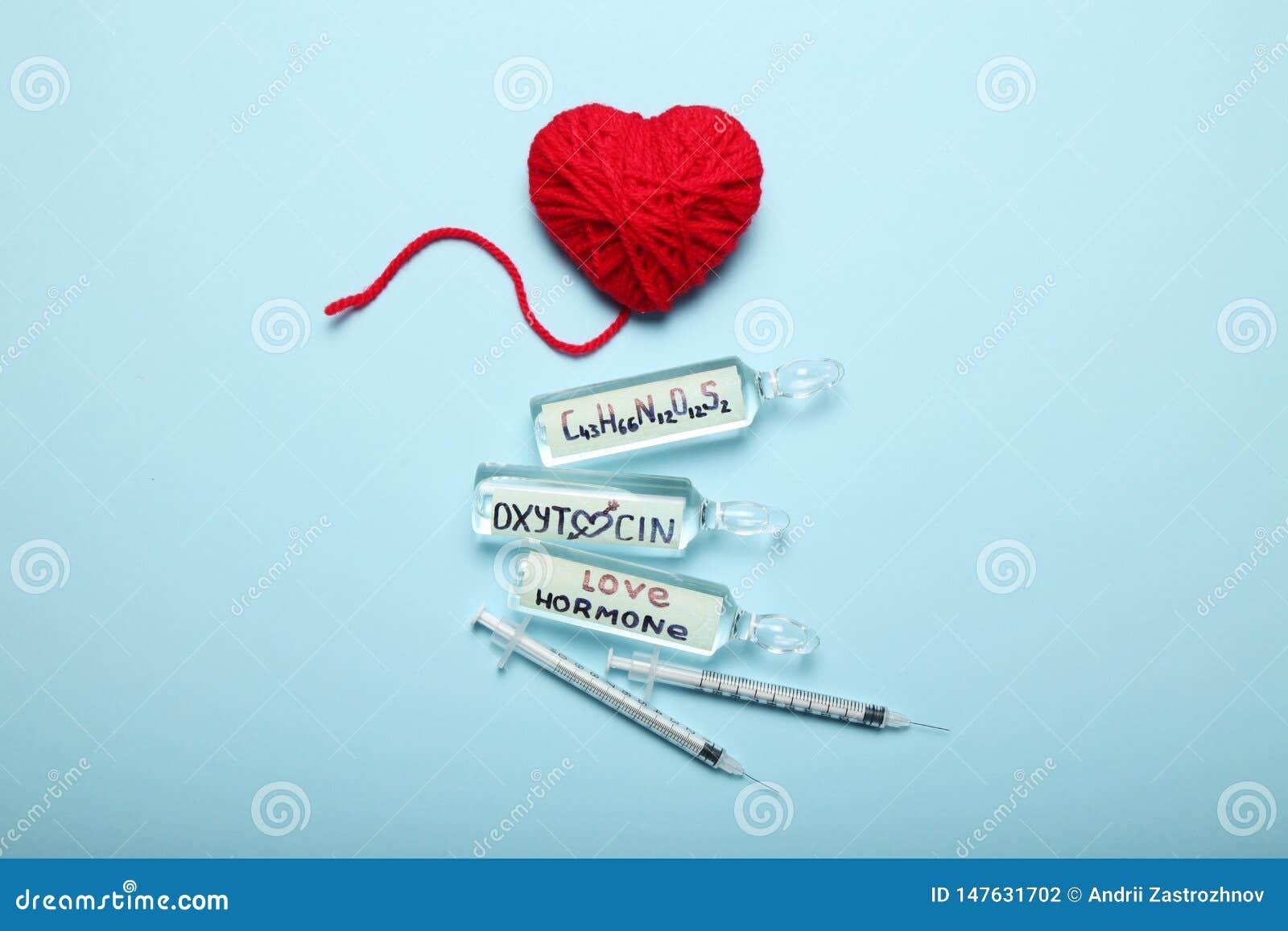 Sexualidad y amor, hormona de la oxitocina en cuerpo Concepto EMBARAZADO