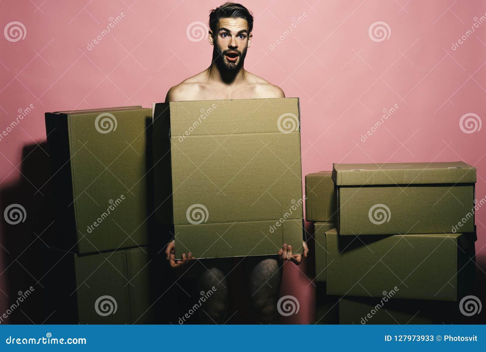 Sexualidad y concepto móvil El cargador con la cara chocada cubre desnudez