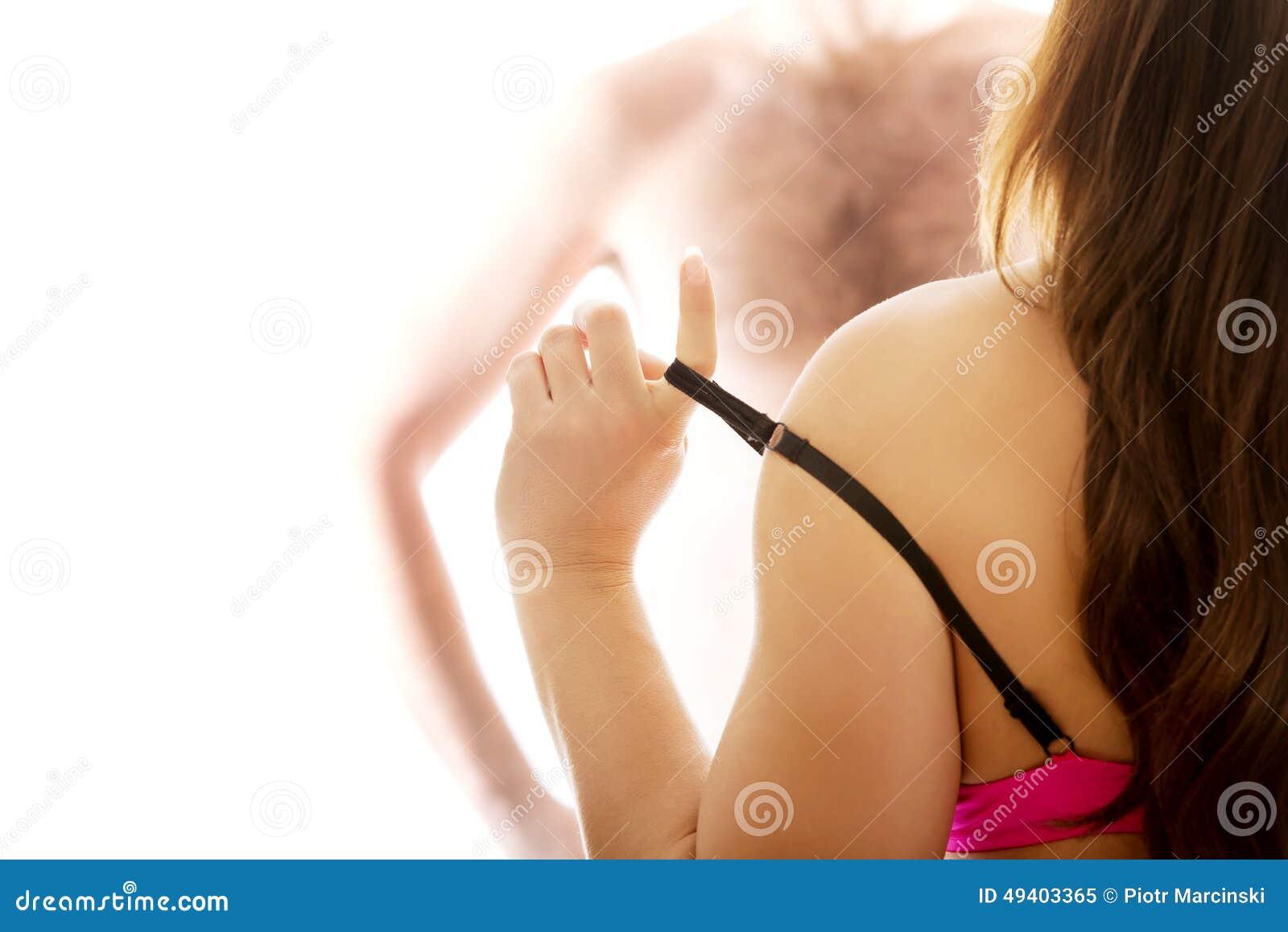 Download Sexy Attraktive Frau, Die Ihren BH Entfernt Stockbild - Bild von attraktiv, erotisch: 49403365