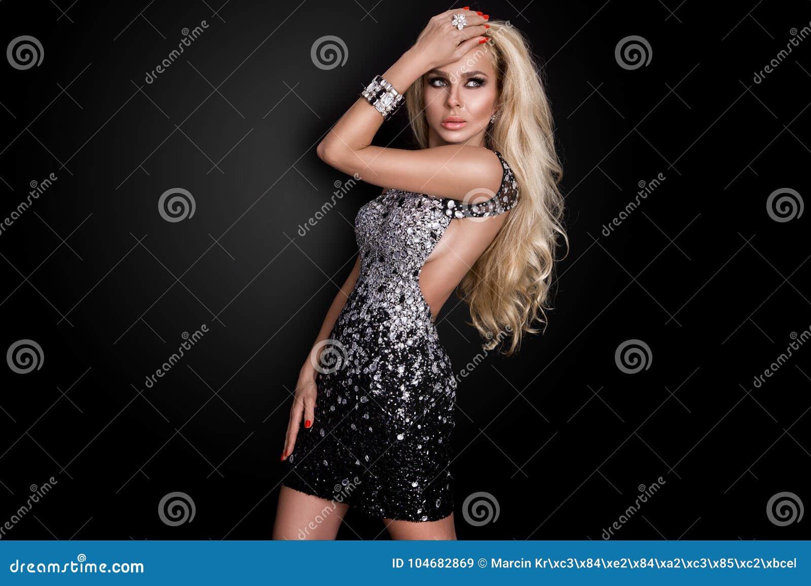 Sexy Blondine Mimt Das Cowgirl