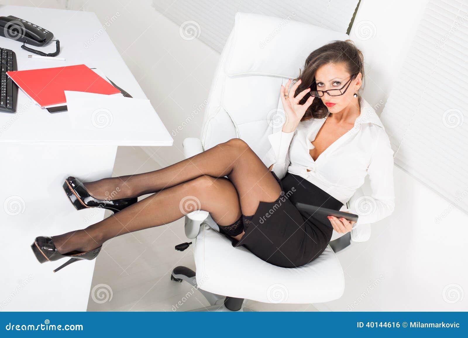 Сексуальная деловая женщина 8 фотография