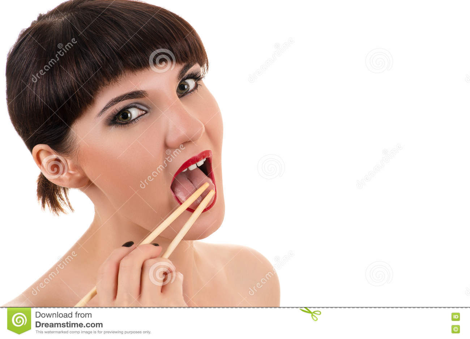 Sexy Frau, die Essstäbchen leckt