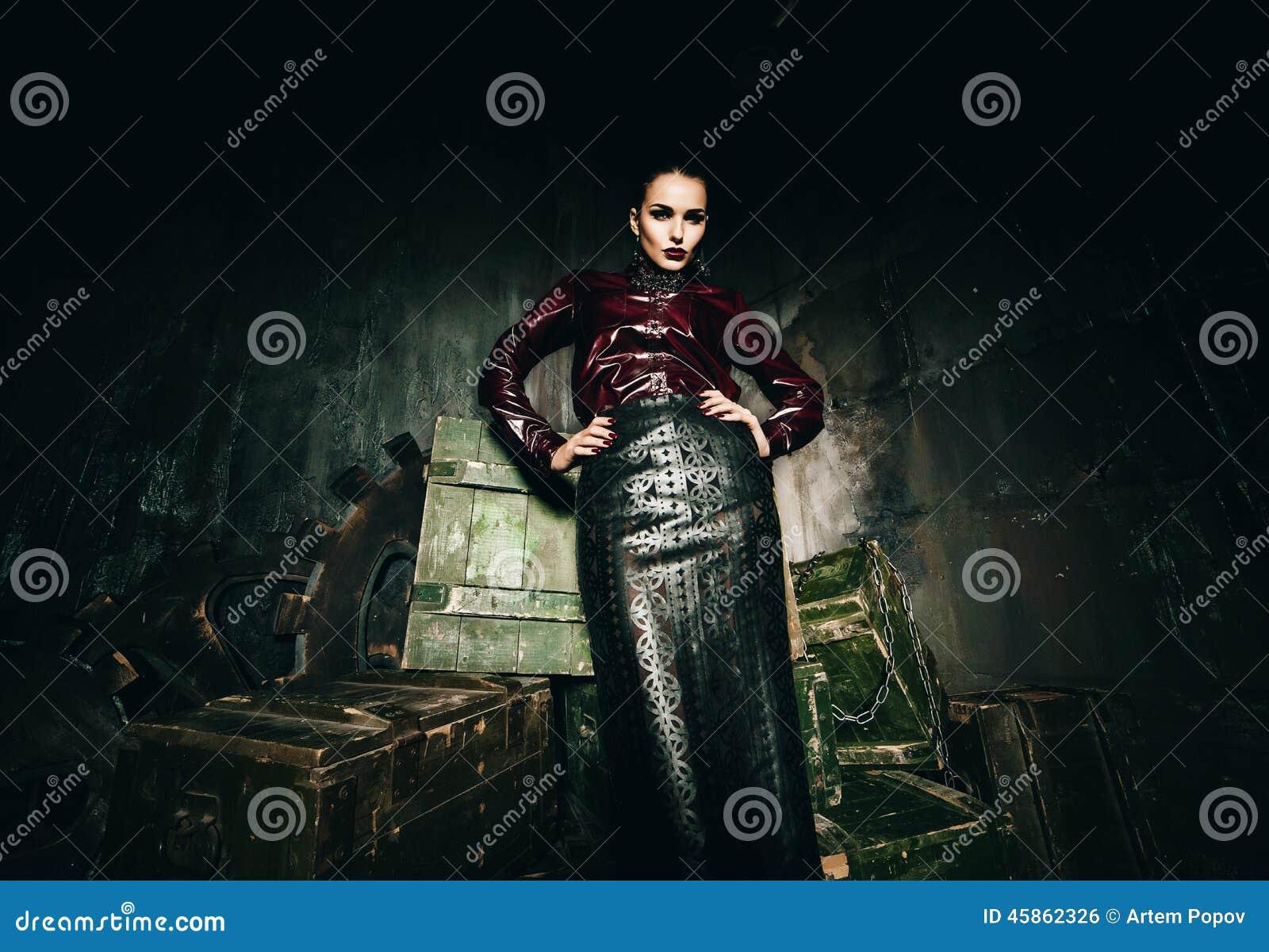 sexy frau im lederrock und rotweinhemd stockfoto bild von rotwein gesch ft 45862326. Black Bedroom Furniture Sets. Home Design Ideas