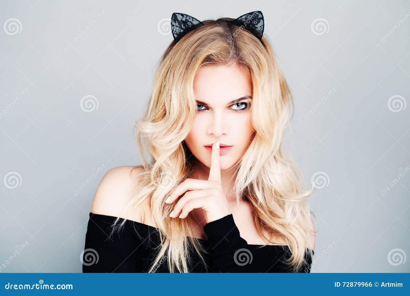 Sexy Frau mit den Katzen-Ohren