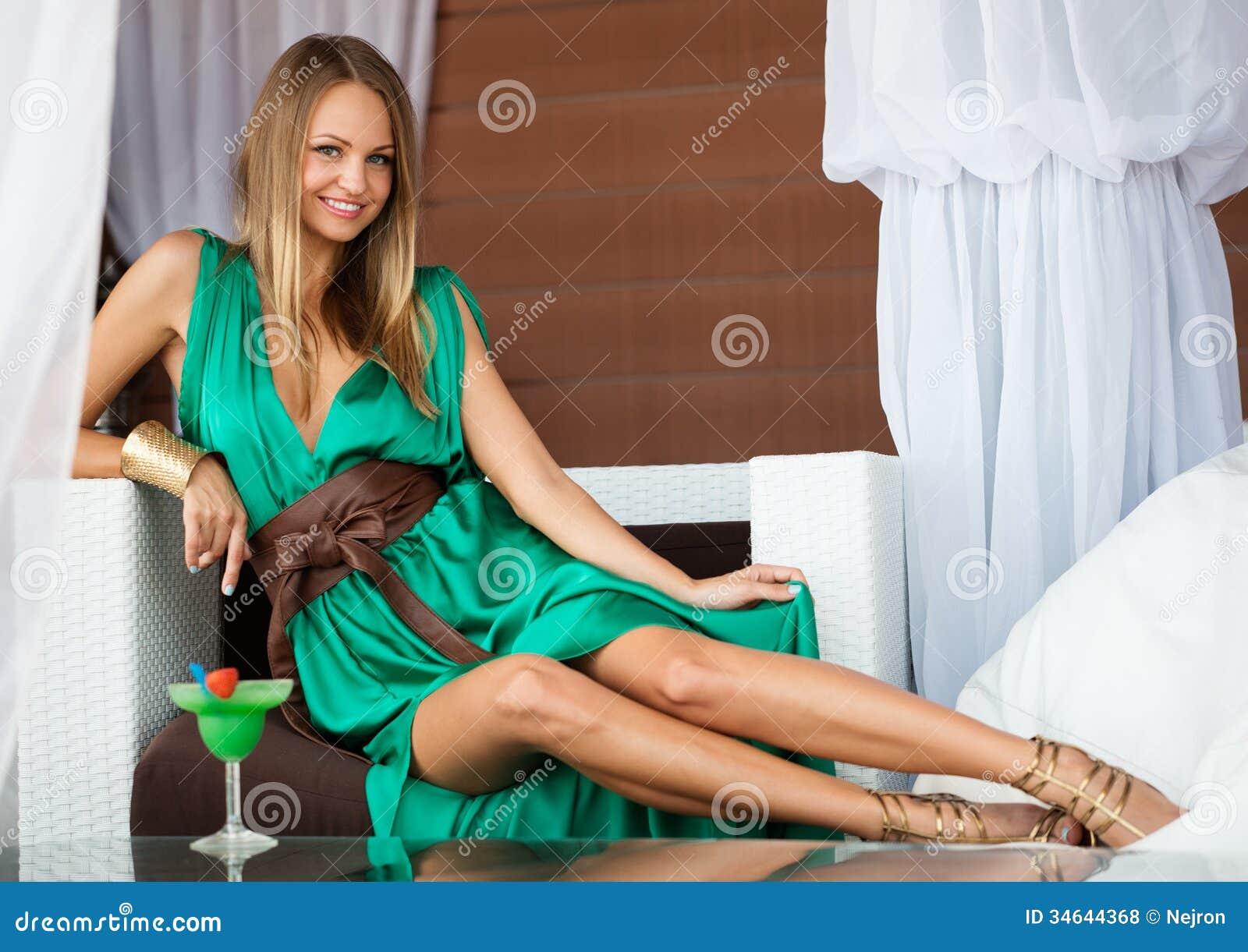 Секс девушка в зеленом платье 3 фотография