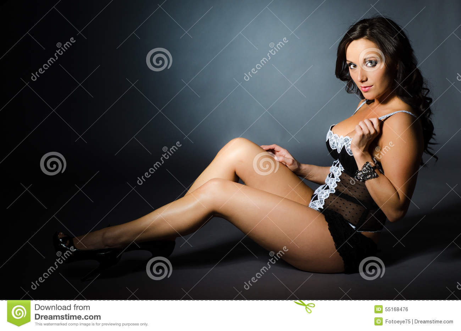 Full figured woman deepthroating