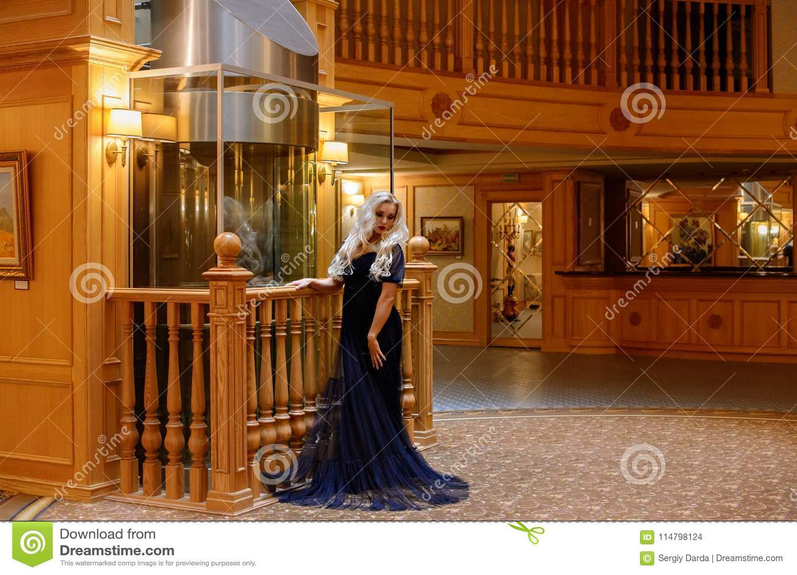 girl with long hair posing in hotel