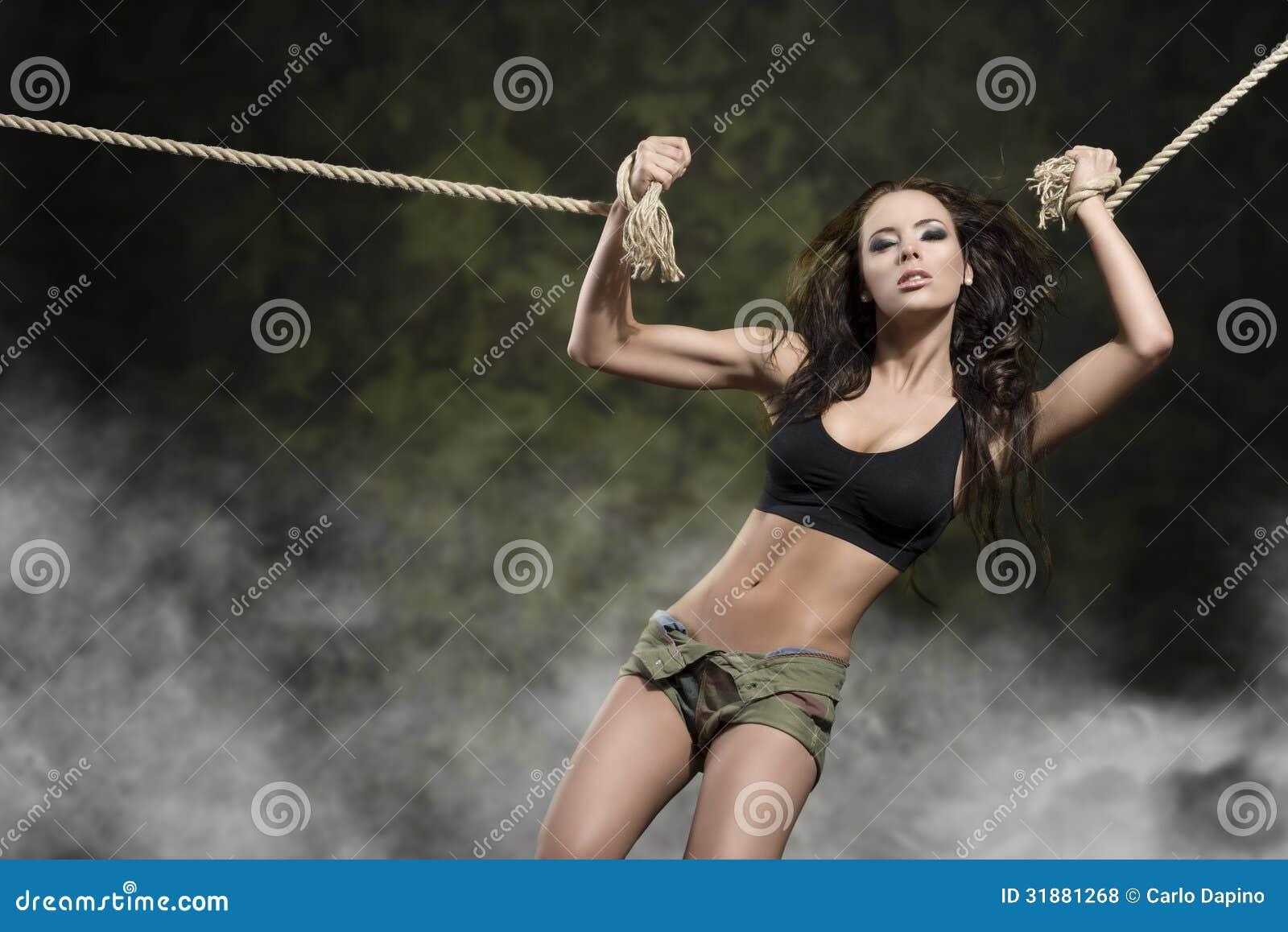 Фото девушек на веревке голых думаю
