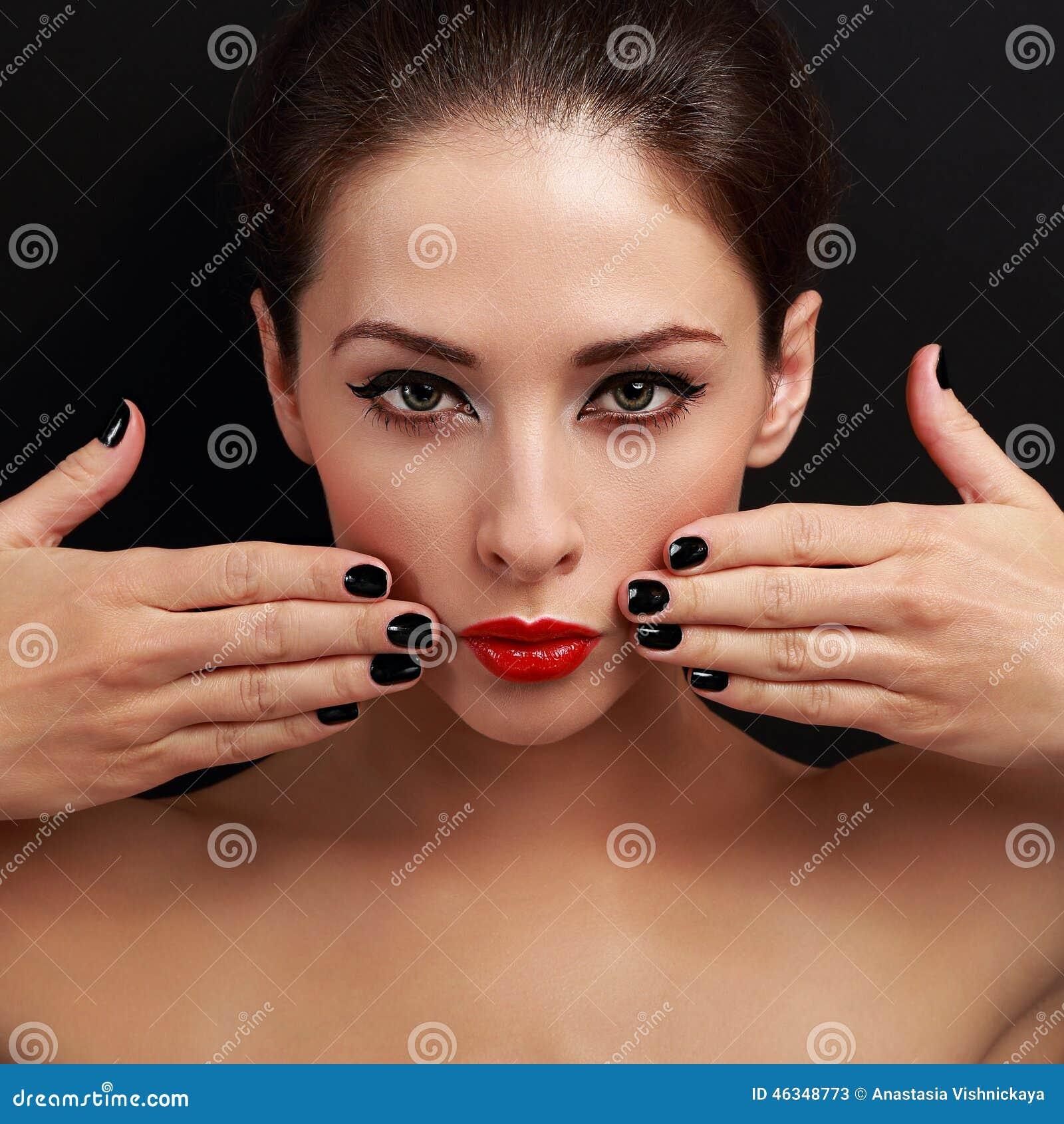 Sexy Helle Make-upfrau Mit Rotem Lippenstift Und Schwarzem Nagellack ...