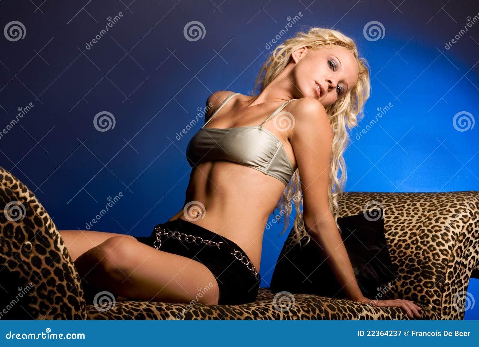 Sexy jonge blonde vrouw