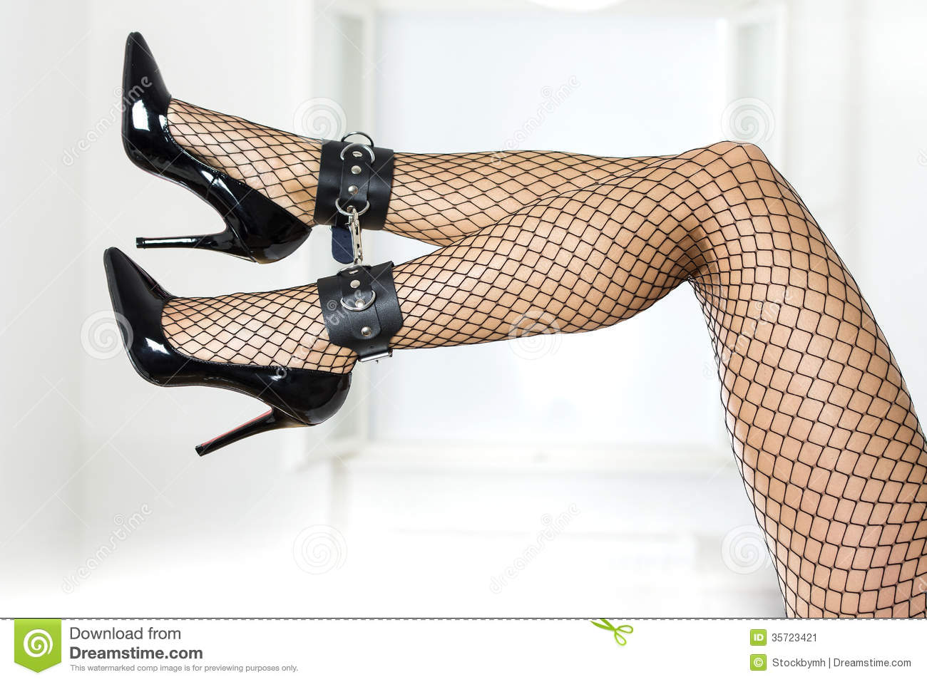 Schwarze spritzt fishnet shaved high heels bound didn't