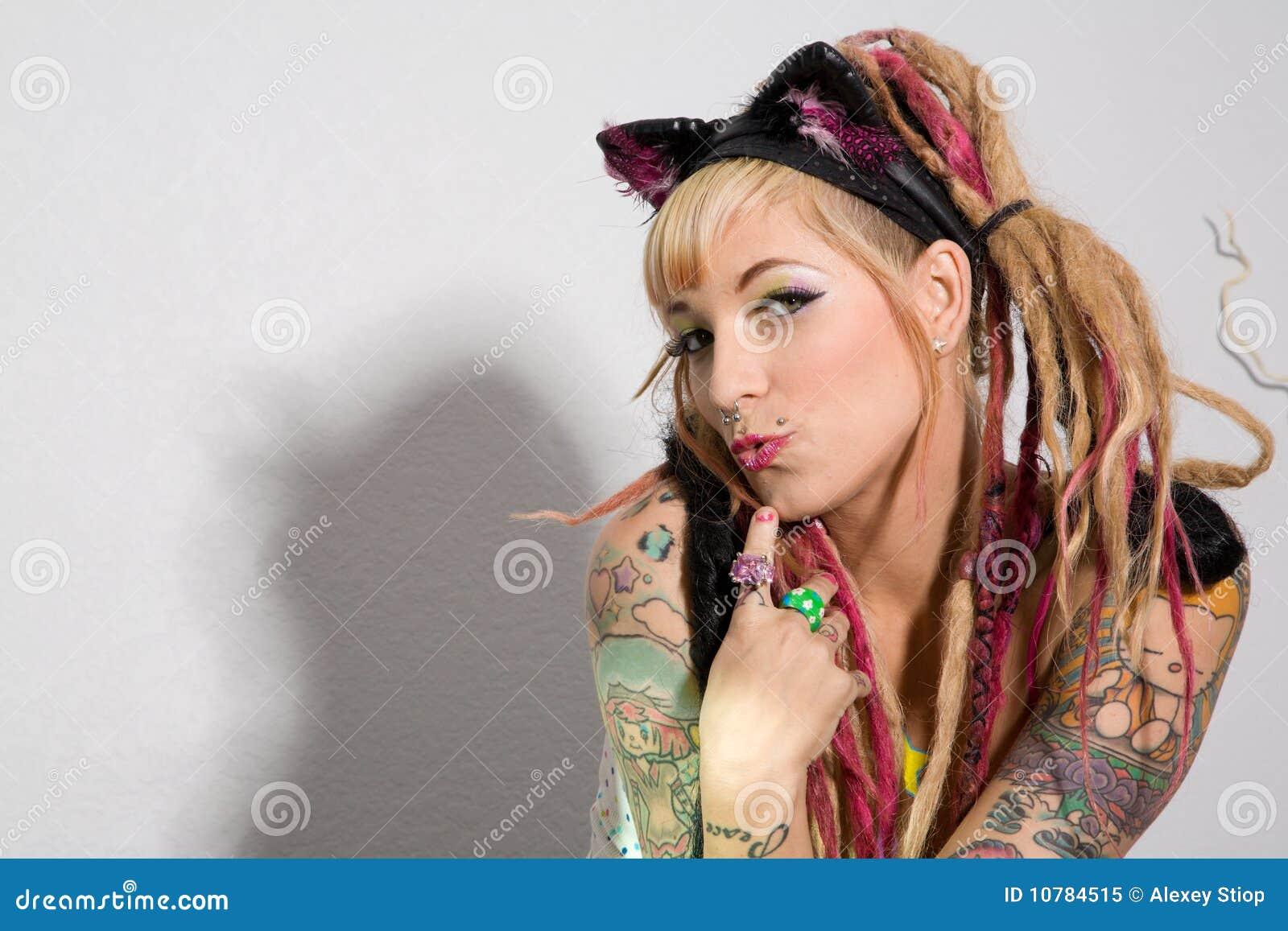 Sexy meisje met tatoegeringen