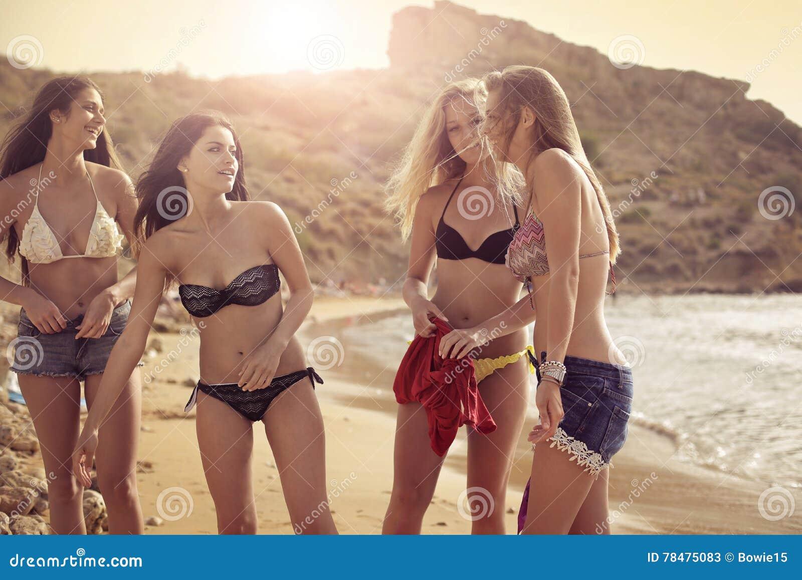 Sexy meisjes op het strand