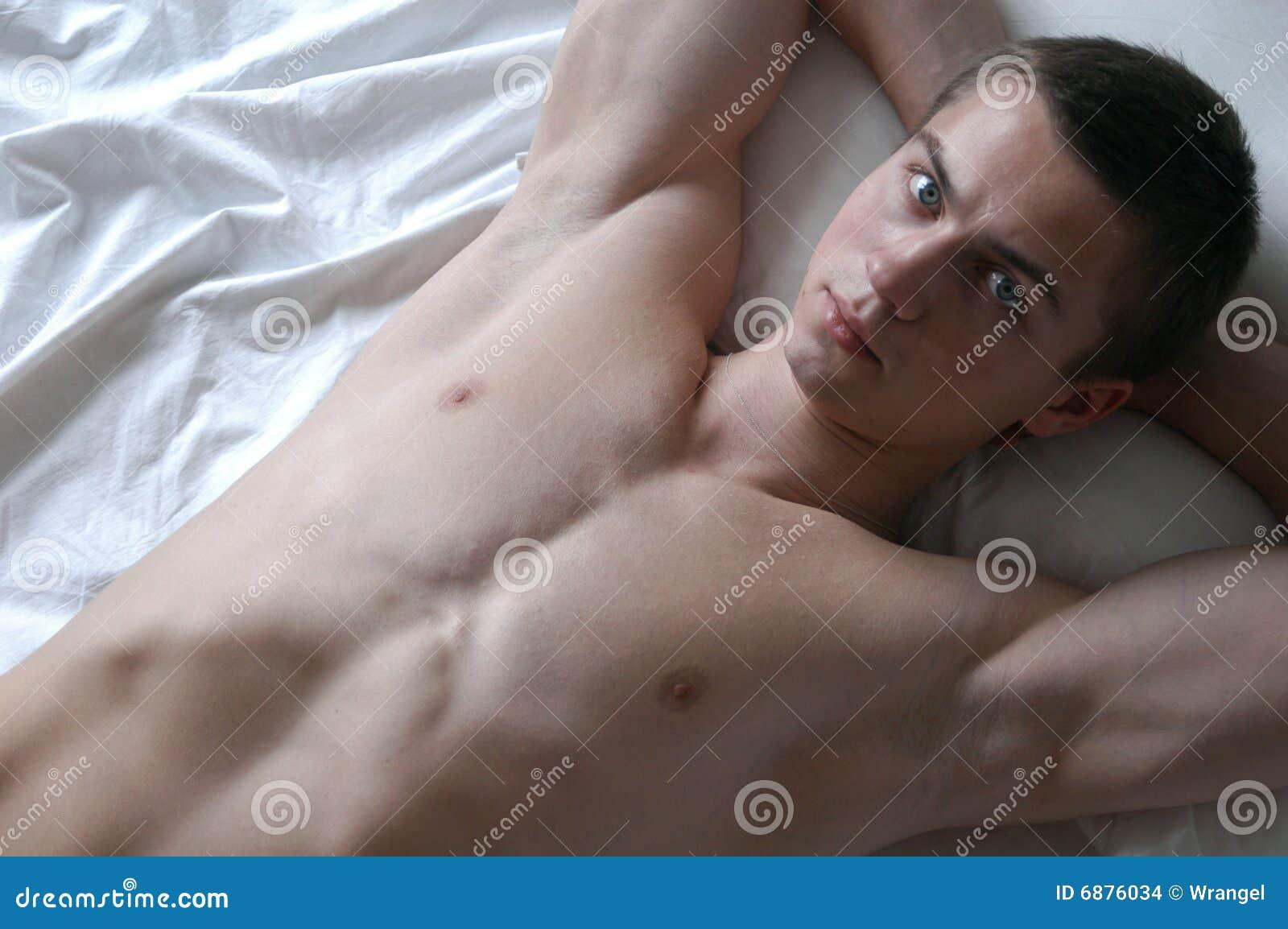 Sexy Mens op het Bed