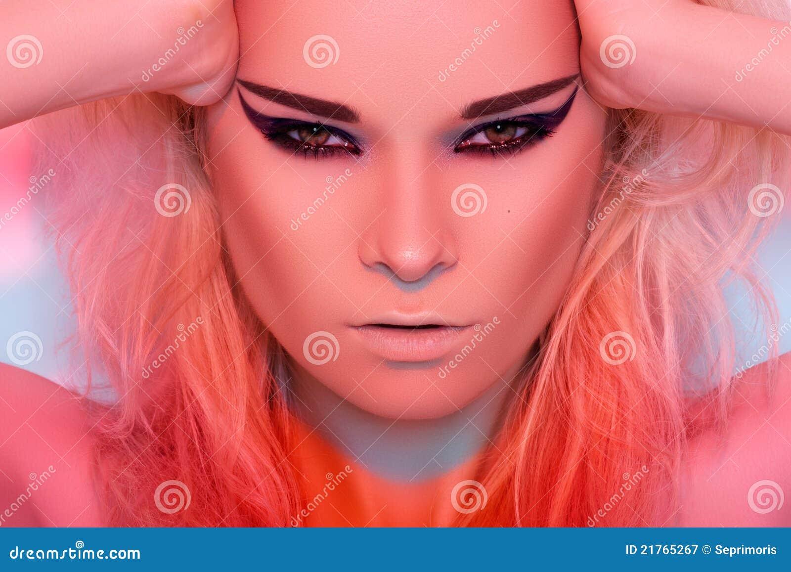 Гламурные с макияже