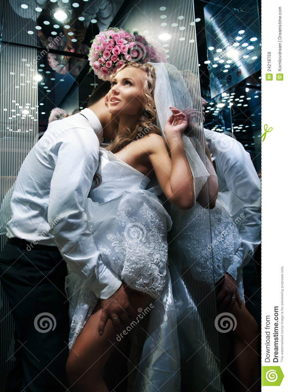 Girl pussy between bride