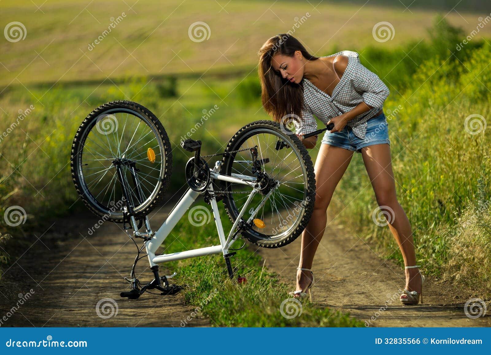 Sexy Radfahrer Lizenzfreies Stockbild - Bild: 32835566
