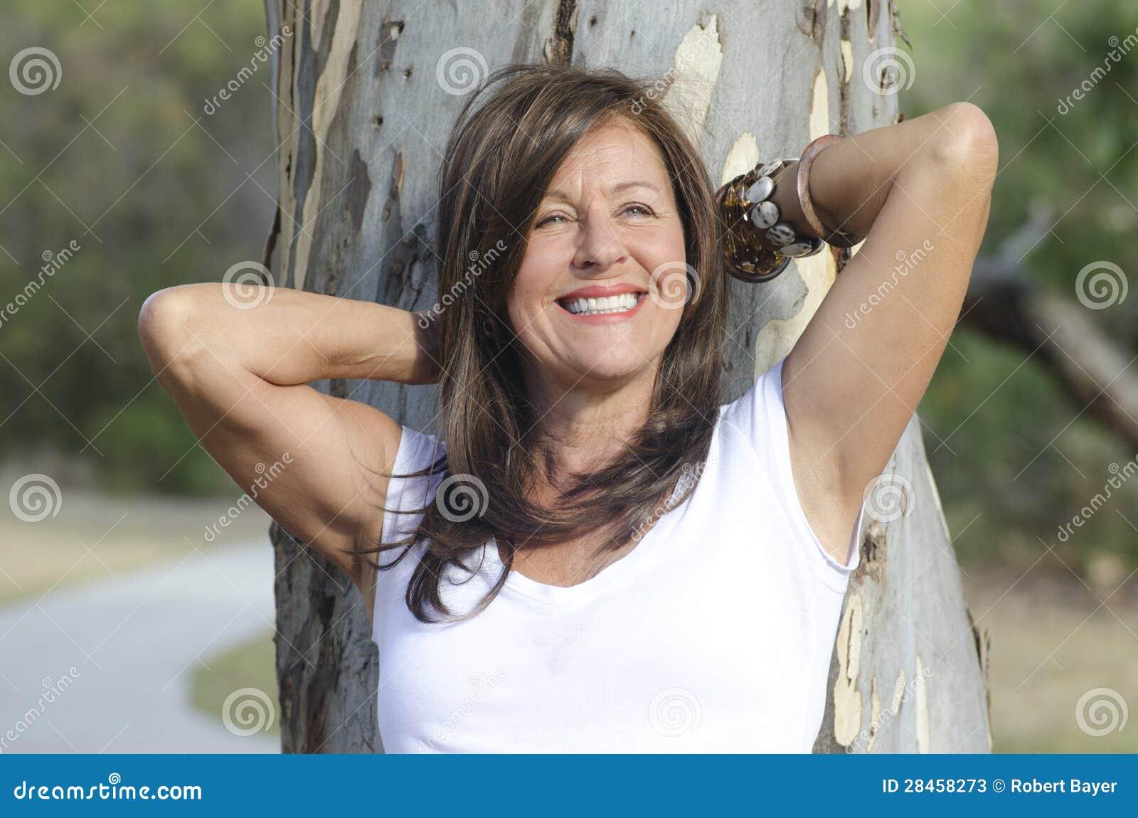 Sexy Reife Frau Entspannt Im Park Im Freien Stockbild