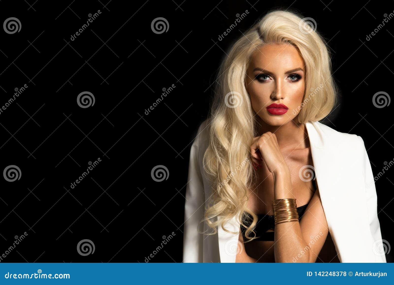 Sexy vrouw in wit jasje