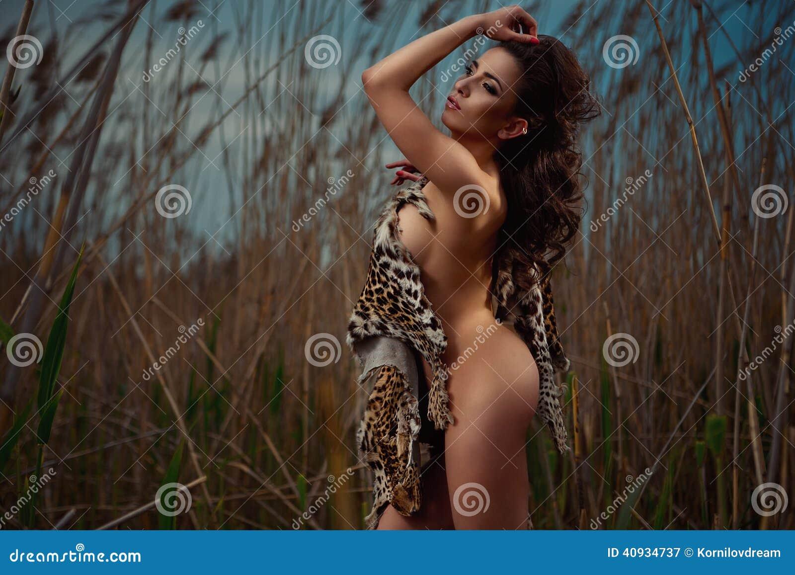 Amazone ivoirienne nue et super sexy  Porno black