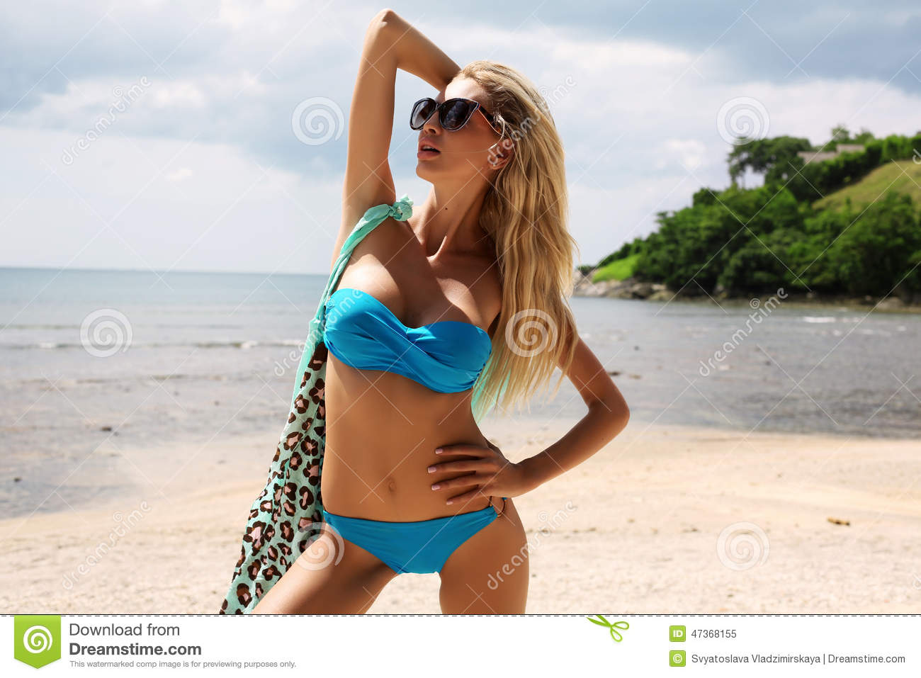 Woman With Blond Hair In Bikini And Sunglasses Relaxing On ...